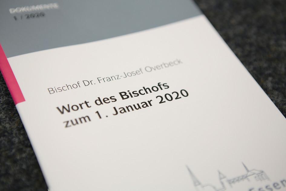 """Blick auf das gedruckte Heft mit der Aufschrift """"Wort des Bischofs zum 1. Januar 2020"""""""